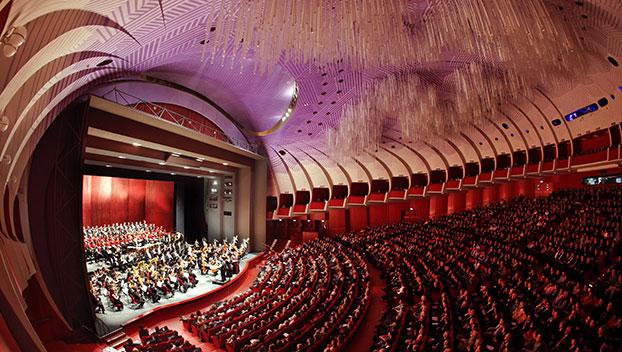 Prada regala il nuovo Sipario al Teatro Regio di Torino