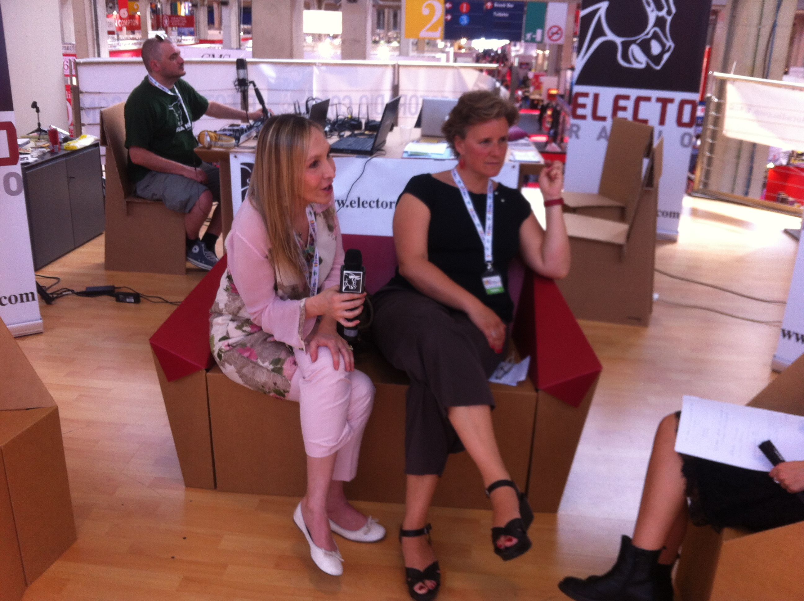 Emanuela e Raffaella Intervistate da ElectoRadio